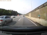 NEW scary car accident on highway in Korea!Hyundai Lantra crash!