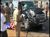 YS Viveka injured in road accident – Tv9